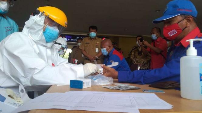 Buruh di Tangerang ikut tes COVID-19