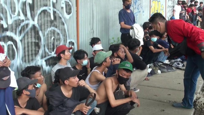 Puluhan remaja di Bekasi hendak ikut demo UU Ciptaker diamankan polisi