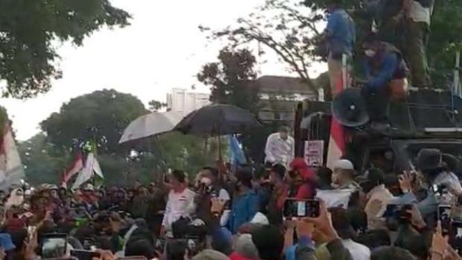 Demo buruh di Bandung tolak Omnibus Law UU Cipta Kerja