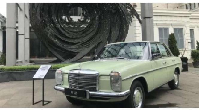 Mercedes-Benz W115 pernah diproduksi lokal di Indonesia