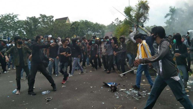 Demo anarki tolak Omnibus Law di Pontianak