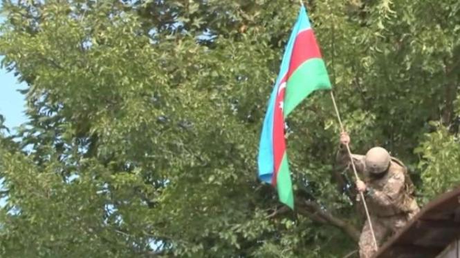 VIVA Militer: Prajurit Azerbaijan mengibarkan bendera negaranya di Jabrayil