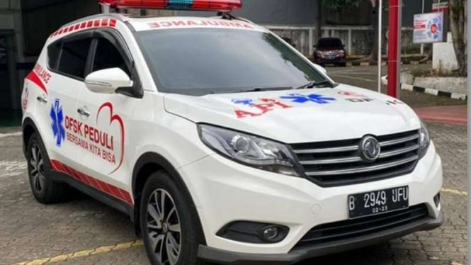 DFSK Glory 580 disulap menjadi mobil Ambulans.