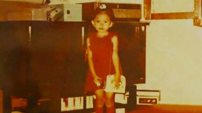 Foto masa kecil penyanyi Rossa