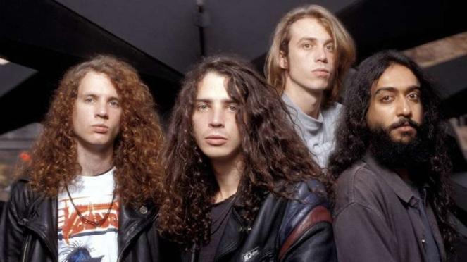 VIVA Militer: Sersan Satu Jason Everman (kiri) bersama Soundgarden