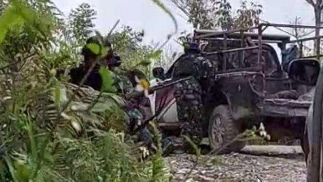 VIVA Militer :  Prajurit TNI AD ditembaki OPM di Intan Jaya, Papua