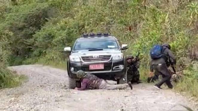 VIVA Militer : Prajurit TNI dan TGPF Menko Polhukam diserang separatis OPM