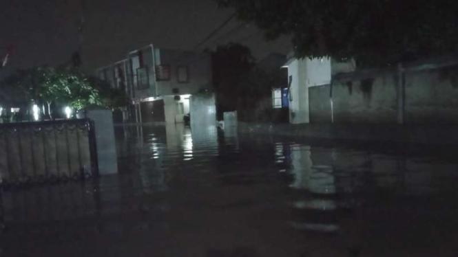 Banjir 1 meter rendam permukiman di Tangerang