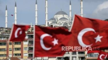 https://thumb.viva.co.id/media/frontend/thumbs3/2020/10/11/5f81efa649bdd-nyaris-separuh-pemilih-akp-turki-ingin-sekte-islam-dibekukan_375_211.jpg