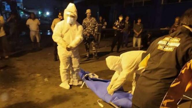VIVA Militer: Jenazah yang ditemukan TNI di KM Fajar Mutiara.