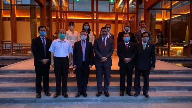 Menko Luhut dan Menkes Terawan bertemu pimpinan produsen vaksin di Tiongkok