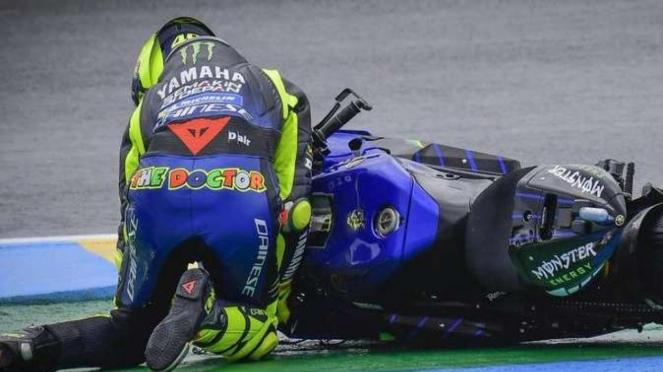 Valentino Rossi terjatuh di MotoGP Prancis