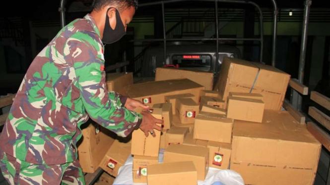 VIVA Militer: Prajurit Yonif Raider Sus 744/SYB Gagalkan Penyelundupan Tembakau