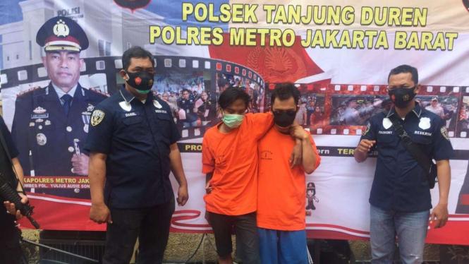 Dua pencuri motor yang diamankan polisi.
