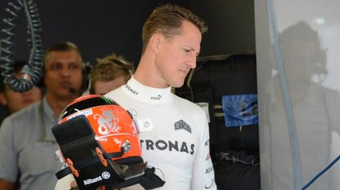 Legenda Formula 1, Michael Schumacher, dengan helm keramatnya