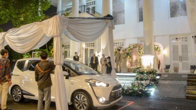 Konsep drive thru wedding