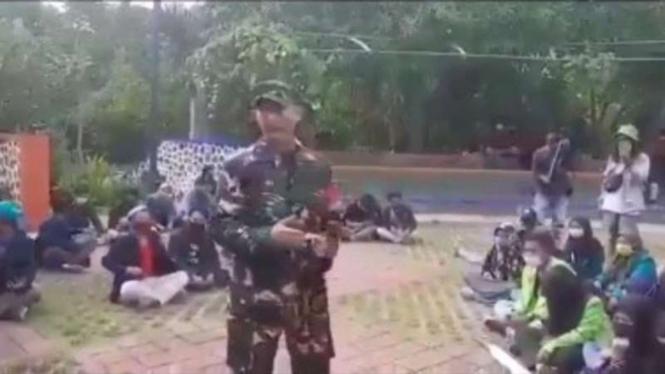 VIVA Militer : Prajurit TNI temui 5 orang penyusup dalam demo mahasiswa
