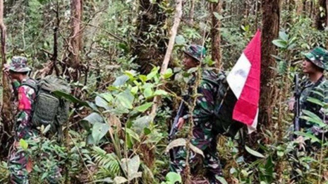 VIVA Militer: Prajurit Yonif Raider  200/BN di patok RI Malaysia.