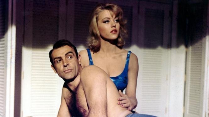 Margaret Nolan dalam film James Bond.