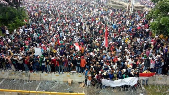 Demo Omnibus Law di Patung Kuda Selesai, Tapi Kericuhan Malah Terjadi