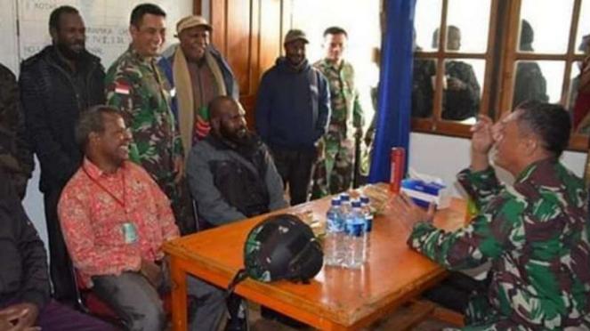 VIVA Militer: Komandan Korem 721/PWY, Brigjen TNI Izak Pangemanan