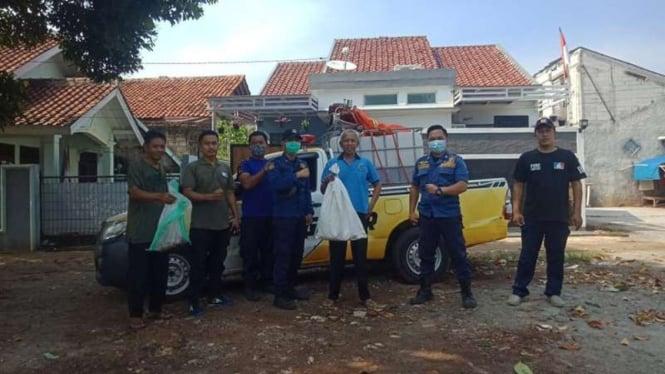 Petugas Dinas Pemadam Kebakaran dan Penyelamatan (DPKP) Kota Depok