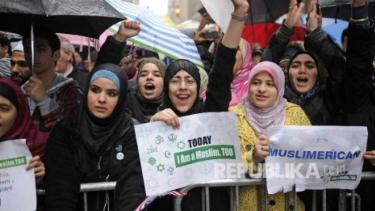 https://thumb.viva.co.id/media/frontend/thumbs3/2020/10/16/5f88efbb9f046-suara-muslim-faktor-penting-tentukan-presiden-as-berikutnya_375_211.jpg