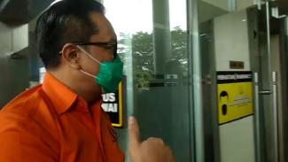 Penampakan Dua Jenderal Polisi Berbaju Tahanan, Tanpa Diborgol