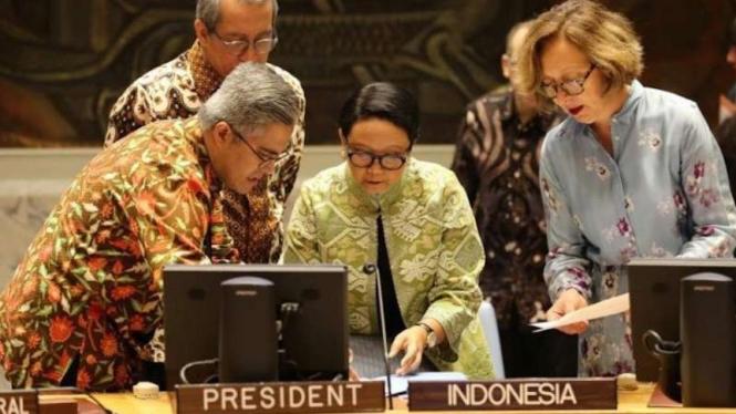 Dokumentasi - Menlu Retno Marsudi (tengah) saat memimpin pertemuan Dewan Keamanan PBB mengenai Timur Tengah di Markas Besar PBB, New York, Amerika Serikat, Rabu (22/5/2019).