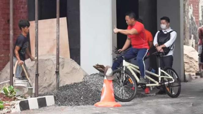 VIVA Militer: Jenderal TNI Andika saat hampiri Sandi.