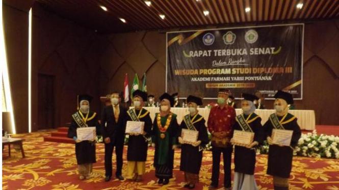 Wisuda Mahasiswa Program Diploma 3 AFKAR Yarsi Pontianak