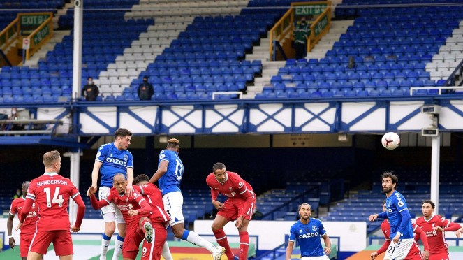 Bek Everton, Michael Keane cetak gol ke gawang Liverpool