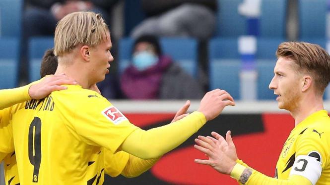 Pemain Dortmund merayakan gol Marco Reus