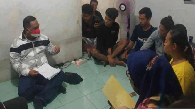 Kepala BP2MI Benny Rhamdani menggerebek penampungan pekerja migran di Cirebon