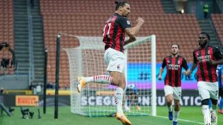 Bomber AC Milan, Zlatan Ibrahimovic, merayakan gol