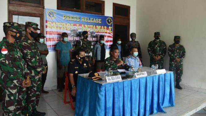 VIVA Militer : Lantamal X TNI AL Tangkap 4 penyelundup WN PNG di Perairan Papua