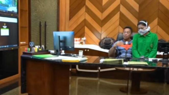 VIVA Militer: Jenderal TNI Andika bersama Nyonya Hetty.