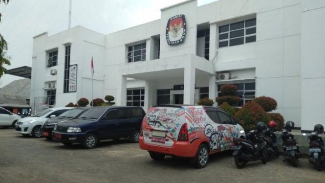 Kantor KPU Karawang (antara)