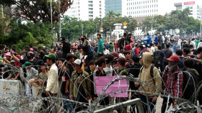 Massa demo Omnibus Law.