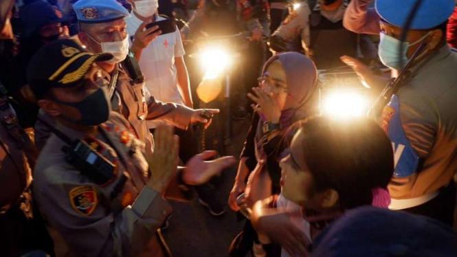 Demo tolak Omnibus Law UU Cipta Kerja yang berujung ricuh
