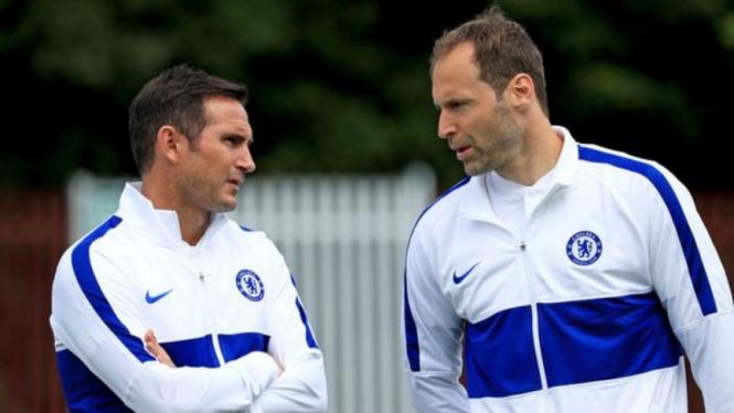 Manajer Chelsea, Frank Lampard, dan Petr Cech