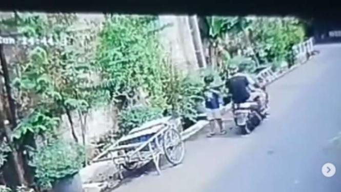 Anak 8 tahun jadi korban jambret di Kebayoran Lama, Jakarta Selatan.