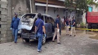 Sebuah mobil terbakar di Sukoharjo berisi mayat seorang wanita.