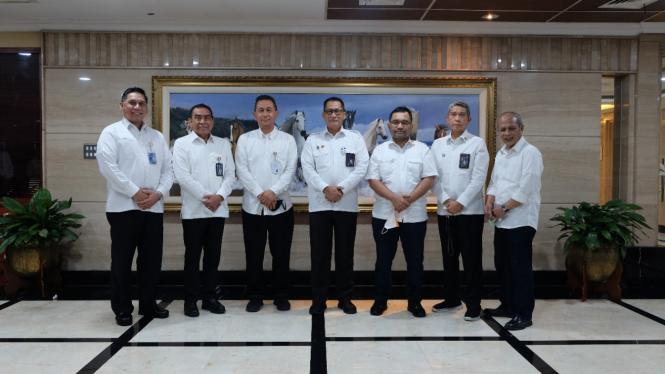 Direktur Utama Perum Bulog, Budi Waseso dan Jajaran direksi.