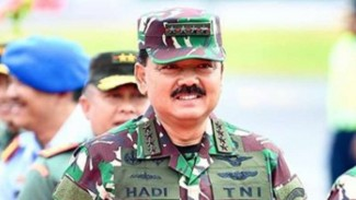 VIVA Militer : Panglima TNI Marsekal TNI Hadi Tjahjanto mutasi 47 Pati TNI