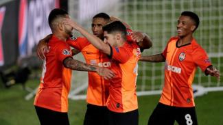 Pemain Shakhtar Donetsk merayakan gol Mateus 'Tete' Cardoso Lemos Martins.