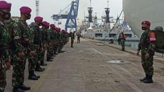 VIVA Militer: Pasukan Beruang Hitam Marinir di Pelabuhan Kolinlamil Jakarta.