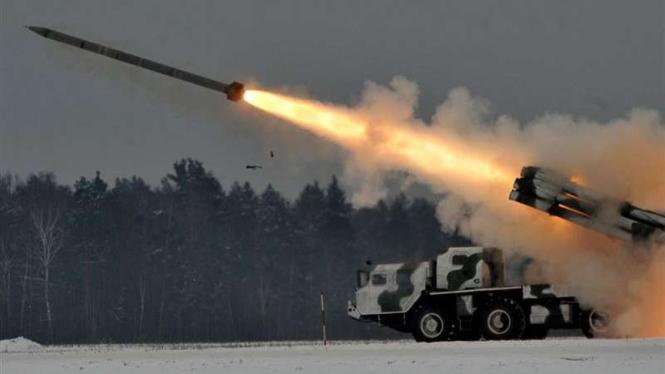 VIVA Militer: Peluncur roket ganda BM-30 Smerch Angkatan Bersentara Armenia