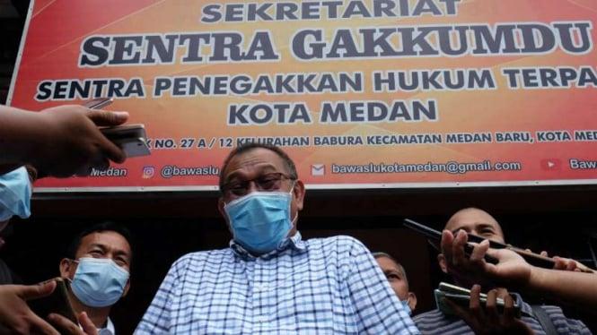 Calon Wali Kota Medan nomor urut satu Akhyar Nasution (tengah)
