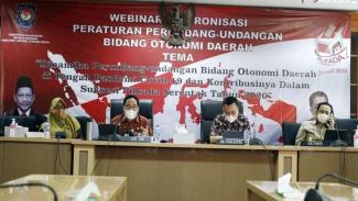 Webinar Sinkronisasi Peraturan Perundang-Undangan Bidang Otonomi Daerah